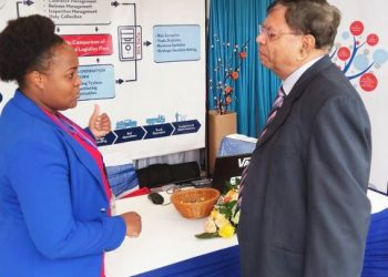 nior Officer Juliet Wangechi explaining the benefits of KenTrade to a Nairobi based businessman during during a past public event.Photo KenTrade Archive