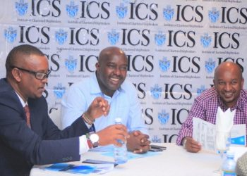 From left:ICS – EA Branch Chairman Robert Wetene, Kenya Maritime Authority Director General Major (Rtd) George Nyamoko Okongo and KenTrade CEO Amos Wangora share a light moment during the ICS Annual Dinner and Award Presentation gala